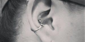 piercing na orelha inner conch