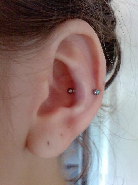 piercing na orelha snug