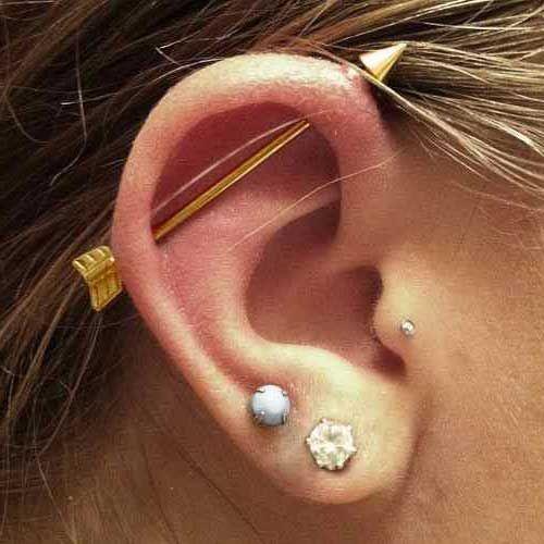 piercing na orelha transversal